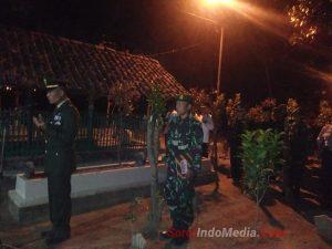 HUT RI Ke-74 Danramil 0815/14 Dlanggu Ziarahi Makam Pejuang