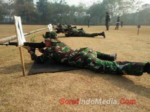 Di Yonif Para Raider 503/Kostrad, Prajurit Korem 082/CPYJ Asah Kemampuan Menembak