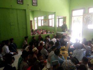 Momen Hari Pahlawan Babinsa Jatirejo Ajari Wasbang Siswa SD
