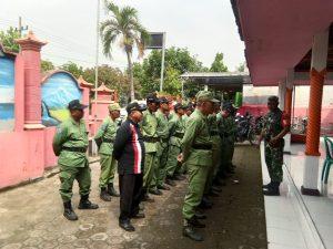Danramil Jatirejo Bersama Forpimka Bekali Satlinmas Desa Padangasri