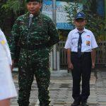 Danramil 0815/13 Kutorejo Pembina Upacara Di SMPN 2