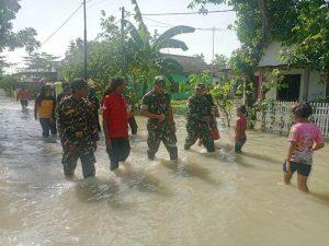 Dandim 0815/Mojokerto Tinjau Lokasi Terdampak Banjir Di Desa Tempuran