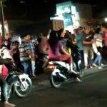 Menunggu cod-an pakean Di Pinggir Jalan Raya Handphon Di Gasak Jambret