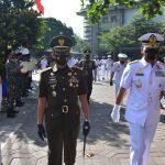 SAMBUT HUT TNI KE-75 PANGKOARMADA 2 ZIARAH KE MAKAM GUSDUR