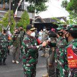 Danrem 082/CPYJ Mendampingi Kapoksahli Pangdam V/Brw Tinjau PPKM Wilayah Kediri dan Mojokerto