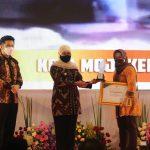 Ning Ita Terima Penghargaan Pembangunan Daerah Terbaik Kategori Kota se-Jatim